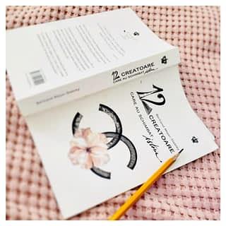 În această minunată carte veți găsi poveștile de viață ale unor femei simple care au știut să lupte pentru visul lor, pentru ceea ce își doreau să facă, trecând astfel peste impedimentele ce le apăreau în cale.  Printre paginile acestei cărți veți găsi multă eleganță, tragedii personale și idile cu iz de carte poștală, șampanie, parfumuri fine și rochii desprinse, parcă, din visul unui Salvador Dali 👗 Practic această carte îți oferă un bilet în primul rând pentru a cunoaște poveștile fascinante, pline de mister ale celor ce au dat tonul in arta modei.   ________________________________ #moda #baroquebooks #cartiromanesti #romanianbooksusa #romanianbookstore #romanianbooksonline #romanianbooks #citesteromaneste #decitit #povesti #hailacitit #librarieromaneascaonline #onlinebookstore #librarieromaneasca #cocochanel #iubescsacitesc #ocartepentrutine #read #citeste